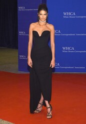 dress,gown,prom dress,sandals,plunge dress,plunge v neck,plunge neckline,kendall jenner,black,black dress,red carpet dress,bustier dress,shoes,whca dinner