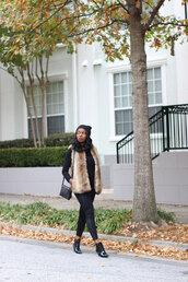 millennielle,blogger,jacket,bag,make-up,jewels,black shoes,faux fur