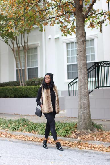 faux fur blogger jacket millennielle bag make-up jewels black shoes