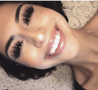 make-up false eyelashes