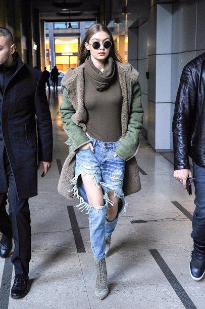 442001dede jeans streetstyle london fashion week 2017 fashion week 2017 model off-duty  gigi hadid turtleneck