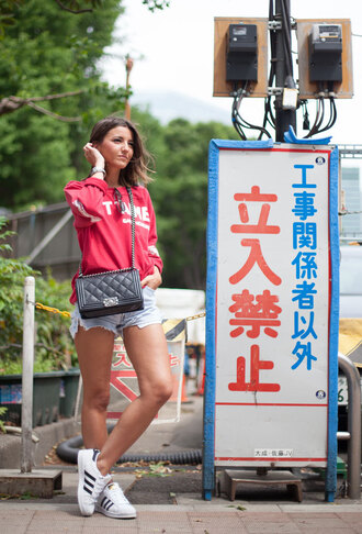 lovely pepa blogger superstar adidas superstars adidas shoes denim shorts red sweater quilted bag
