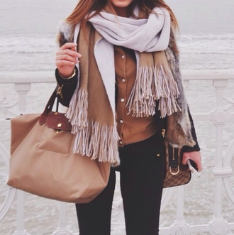 bag beige brown black winter outfits scarf skinny pants cardigan jeans outfit black jeans skinny jeans fur fall outfits fur coat winter coat fringed scarf fringes fall colors nude