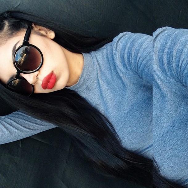 top black hair grey t-shirt sunglasses make-up