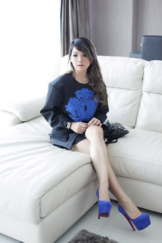 brown platform blogger blue shoes embellished black sweater sweater jewels bag