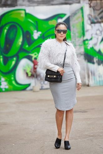 wearing fashion fluently blogger grey dress fluffy black bag