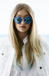 sunglasses,gigi hadid,model,style,fashion,guess,blue sunglasses,mirrored sunglasses,accessories,sunnies,all white everything,blue,white top,white blouse