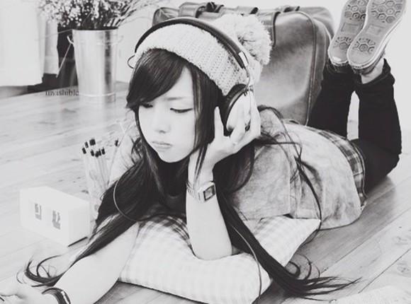 headphones white beanie winter/autumn