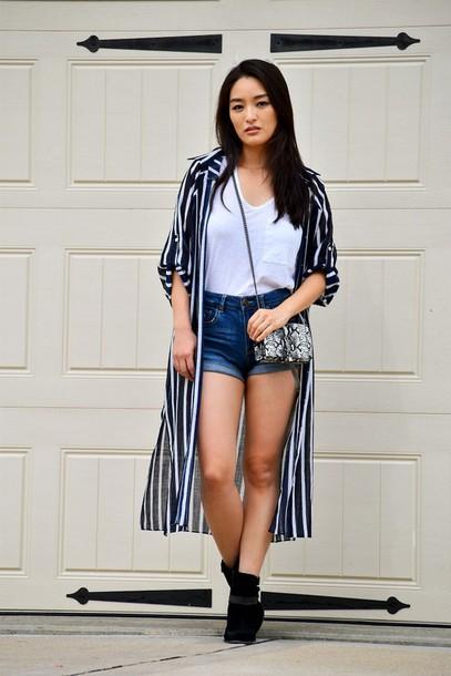sensible stylista blogger tank top shorts bag