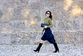 onto my wardrobe,blogger,top,navy,clutch,black boots,skirt,shoes,bag