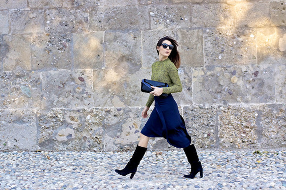 clutch blogger onto my wardrobe top navy black boots