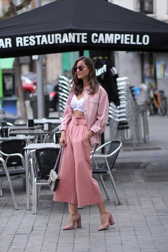 pants pink pants cropped pants top white top jacket pink jacket shoes wide-leg pants spring outfits