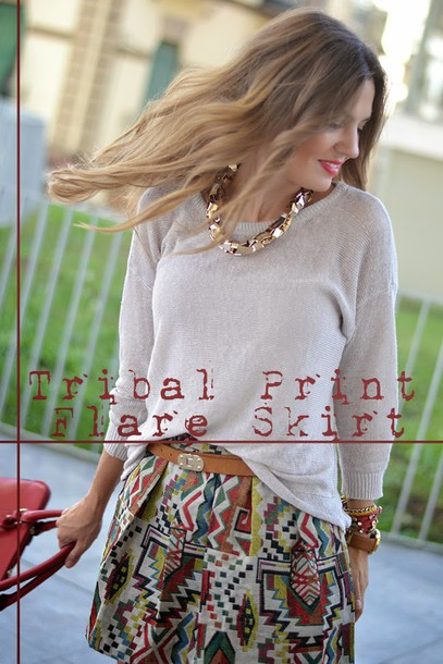 mi aventura con la moda blogger bag t-shirt jewels aztec patterned skirt red bag beige sweater gold chain mini skirt suede boots