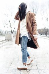 blogger,jeans,shoes,sweater,oversized sweater,jacket,white,white jacket,taupe,winter outfits,winter style,style,fashion,moda