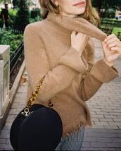sweater,brown sweater