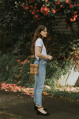 the mop top blogger t-shirt jeans shoes bag white t-shirt shoulder bag mid heel pumps