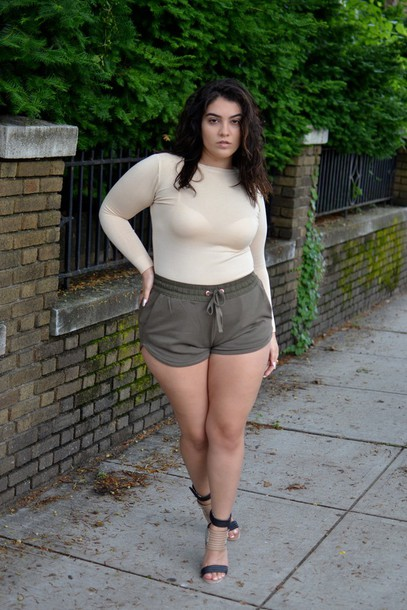Nadia Aboulhosn Curvy Blogger Shorts Top Shoes