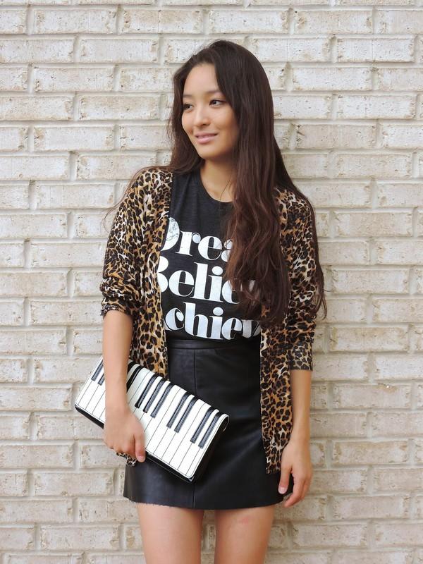 sensible stylista blogger cardigan bag sunglasses