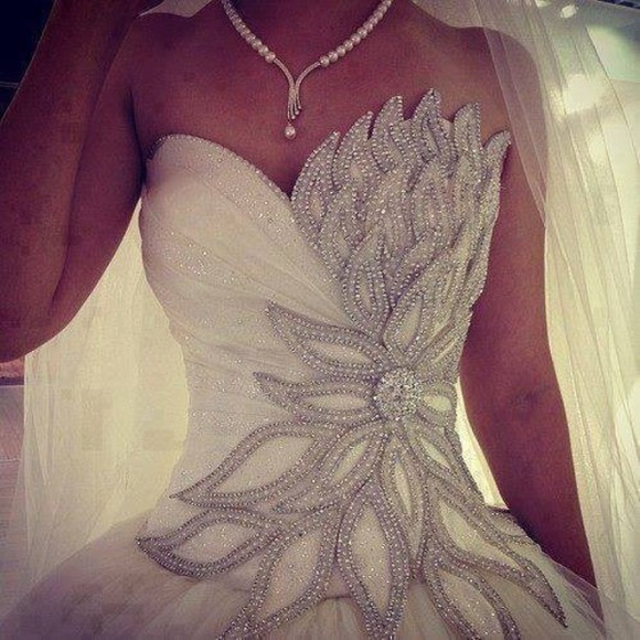 wedding dress flower petals dress wedding clothes wedding clothes weddingdress bling glitz blingdress glitzdress blingweddingdress glitzweddingdress white dress prom dress silver beautiful white elegant ball gown wedding gown bling-bling bag white, wedding dress, flowers, flower petals, pearls, fitted, ballgown