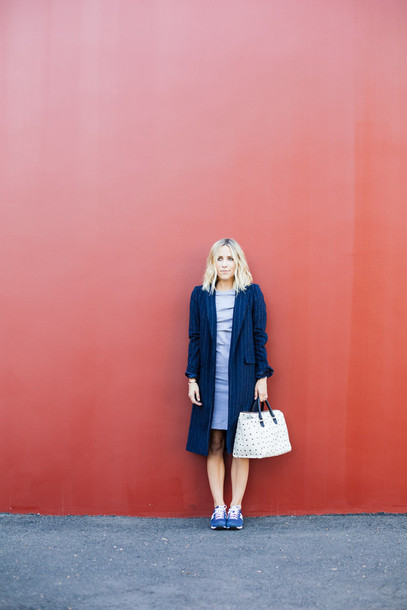 damsel in dior blogger snickers shoes white bag