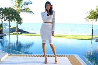 skirt cropped sweater cozy sweater white sweater kylie jenner divergence clothing sweater crop
