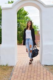 perla oreneta,blogger,black leather bag,ripped jeans