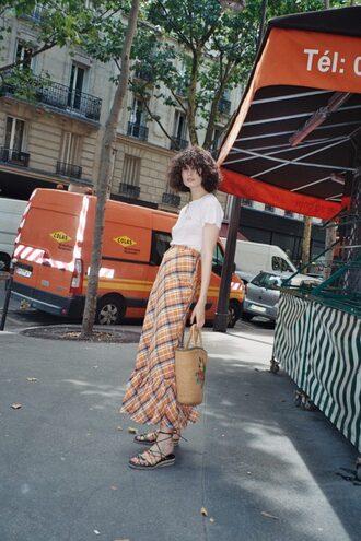 by chill blogger t-shirt skirt bag jewels shoes basket bag maxi skirt sandals