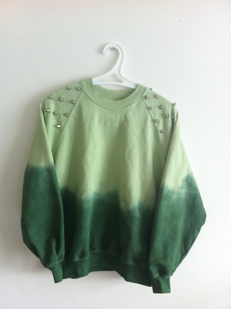 ombre obsessed. (this is mad real, ombre dip dye green sweatshirt...)
