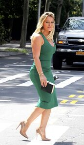 dress,pumps,bodycon dress,green,green dress,hilary duff,midi dress
