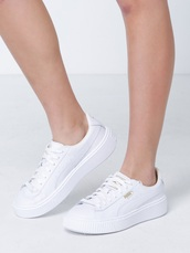shoes,puma,puma sneakers,sneakers,white sneakers,tennis shoes,white,style,stylish,outfit,fashion