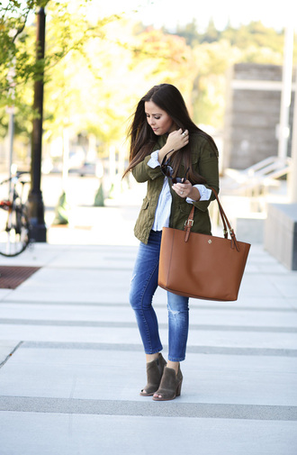 dress corilynn blogger top jacket jeans shoes jewels bag sunglasses stacked wood heels
