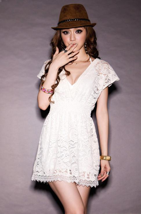 Cute white lace dress / jublyumph