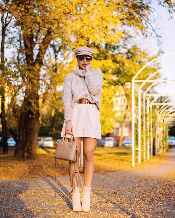 shorts High waisted shorts belt ankle boots suede boots sweater turtleneck sweater handbag cap sunglasses