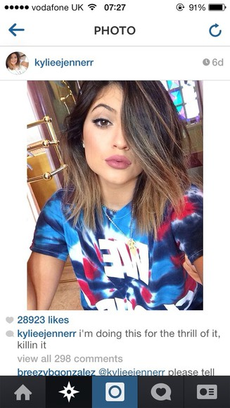 t-shirt blue t-shirt kylie jenner colorful nail polish
