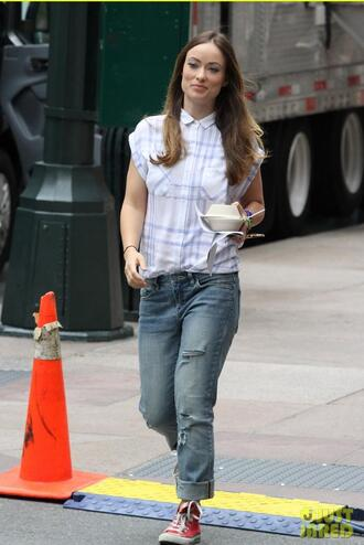 shirt top olivia wilde jeans sneakers shoes
