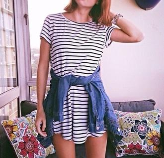 dress style striped dress stripes tshirt dress t-shirt blouse black dress white dress white t-shirt black and white dress casual