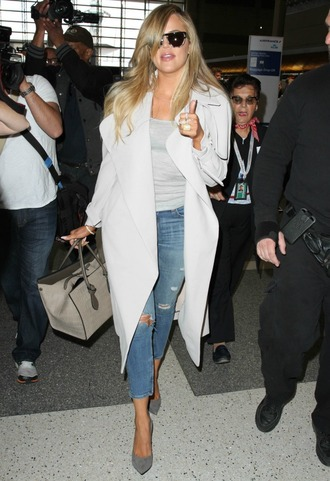 coat trench coat khloe kardashian jeans grey shoes pumps ripped jeans long coat bag top