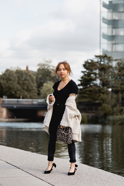 a style diary blogger top jeans cardigan shoes bag