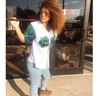 clothes shirt crystalwestbrooks helpmetofindit crystal westbrooks curly hair natural hair african american jersey jeans timberland cute