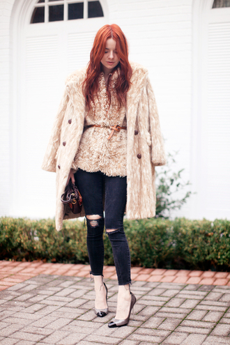 sea of shoes blogger belt faux fur winter coat winter outfits cropped pants ripped jeans red hair frayed denim