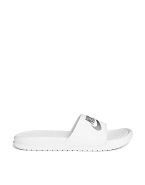 Nike | Nike - Benassi JDI - Mules - Blanc chez ASOS