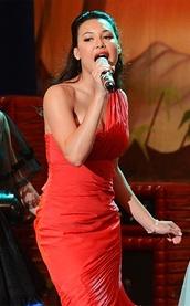 dress,naya rivera,glee,santana,red,prom dress,one sholder,one shoulder prom dresses,one shoulder red dress,pretty,beautiful,prom,long prom dress