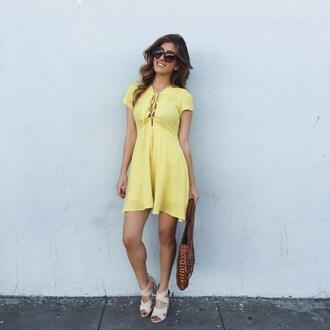 le fashion monster blogger yellow dress brown bag nude heels