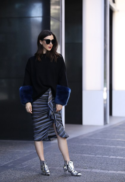 inspades blogger sweater skirt shoes jewels sunglasses winter outfits fur sleeves black sweater midi skirt metallic boots ankle boots