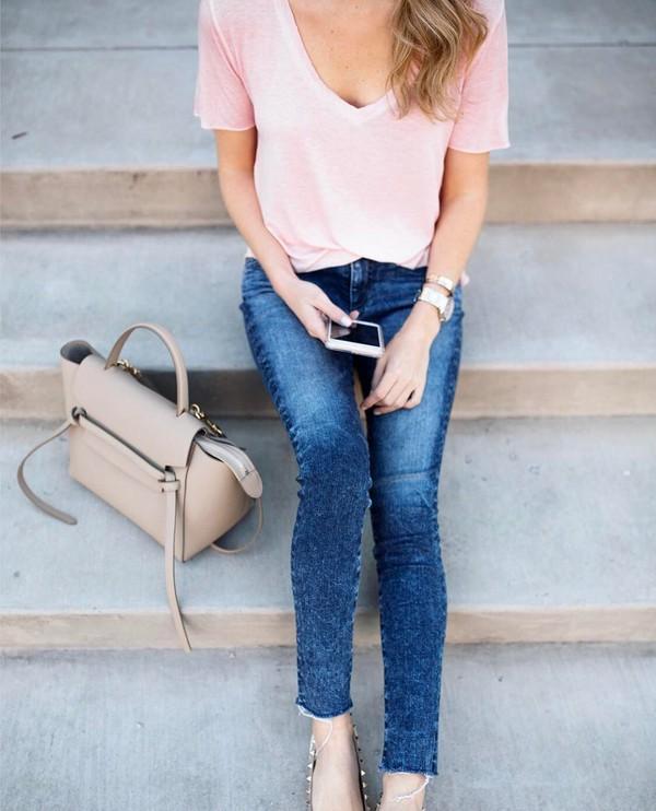 krystal schlegel blogger t-shirt jeans pink t-shirt skinny jeans handbag