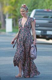 dress,floral,floral dress,maxi dress,kate hudson,streetstyle,plunge dress,wrap dress,floral wrap dress