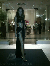 dress,black,cut-out,low cut,high split