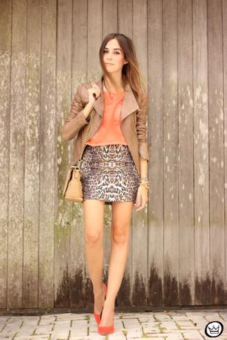 fashion coolture blogger t-shirt leather jacket mini skirt animal print