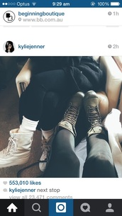 boots,shoes,kylie jenner,combat boots,gloves,kylie jenner boots,snow boots,snowboarding