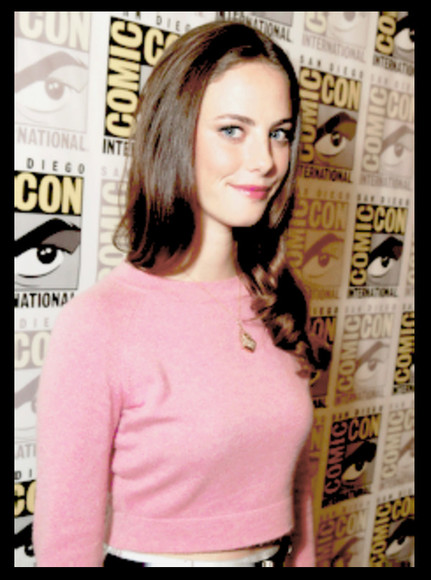 pink pink sweater fluffy plain sweater comic con kaya scodelario